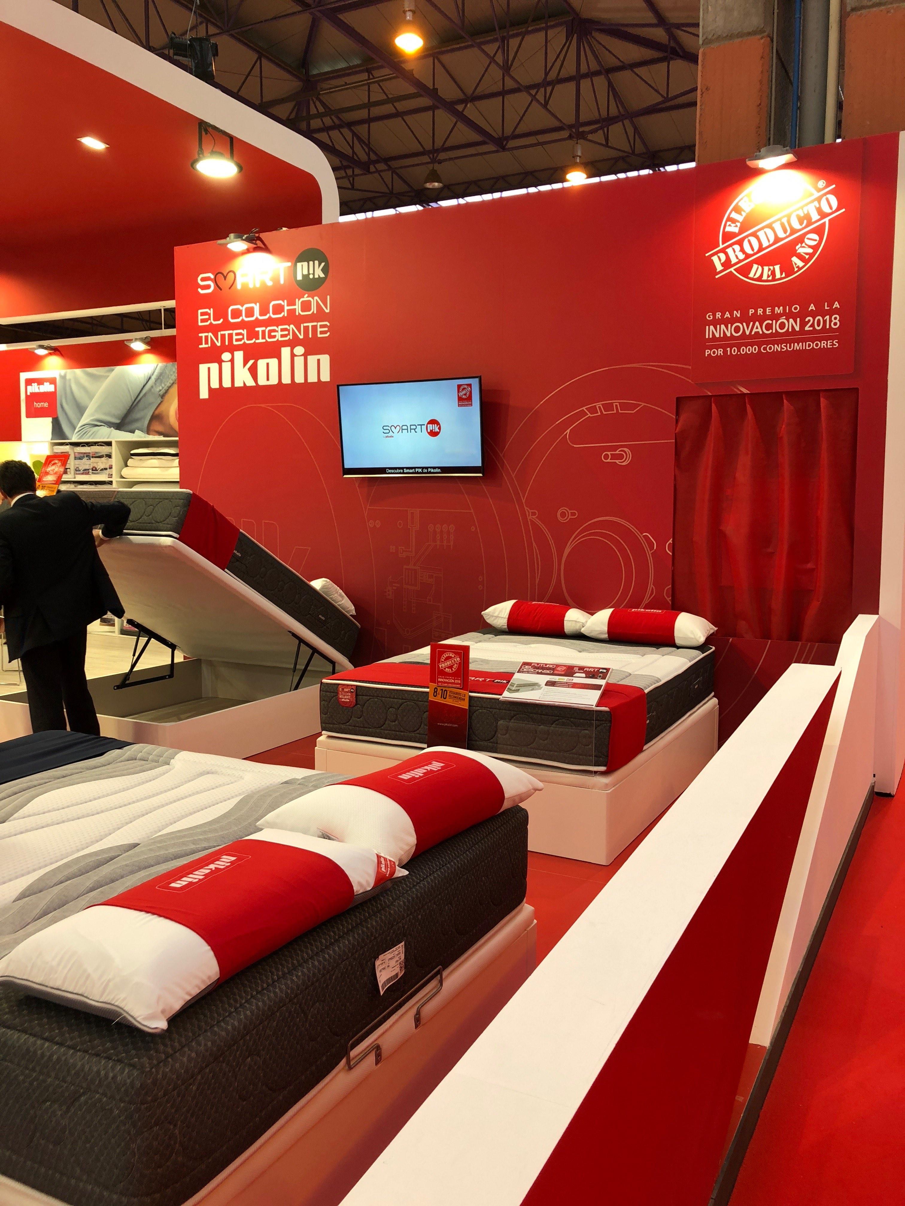 Pikolin stand feria del mueble essentia creativa for Feria del mueble de yecla