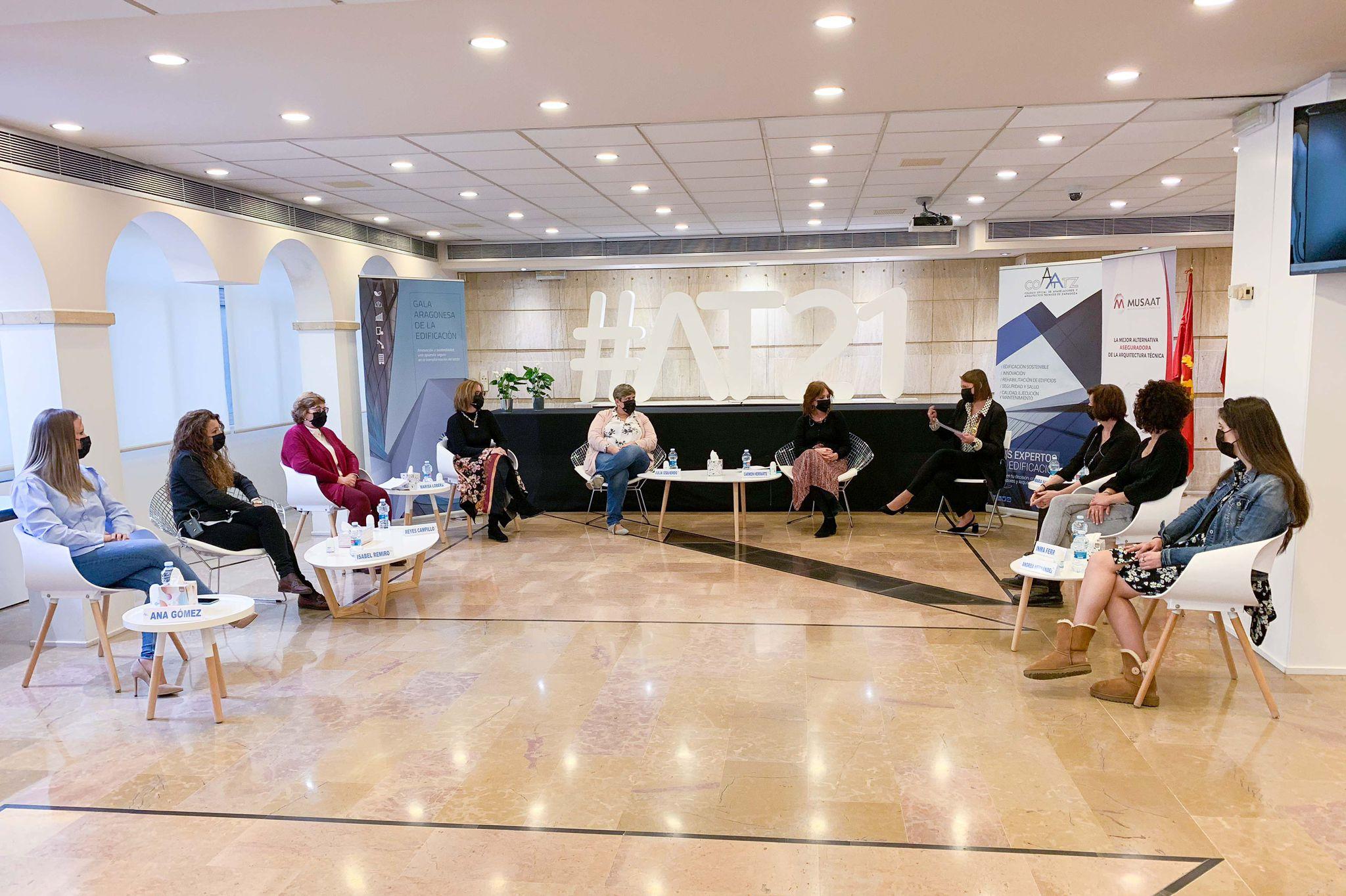 Mesa Debate «Nosotras también construimos»
